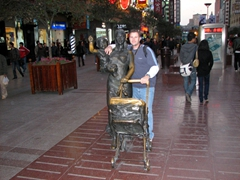Robby poses next to a Nanjing Lu statue