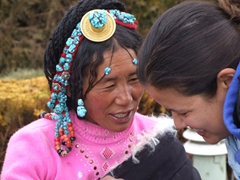 Becky chats it up with this dazzling Amdo woman (her turquoise head piece is incredible)