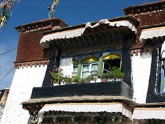 We love traditional, Tibetan style houses, especially the ones in the Barkhor area