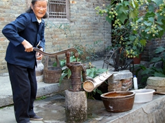 We paid a visit to this super friendly elderly woman in Yangshuo. Here, she demonstrates her well's hand pump