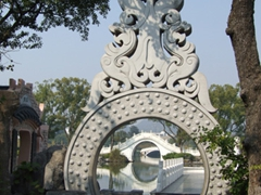 A picturesque portal on Banyan Lake