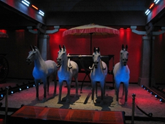 The Han chariot scene is simple in comparison to the Qin's chariot display