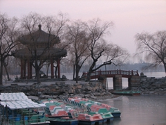 During the winter season, the Kunming Lake boats take a break and remain at dock until Spring/Summer