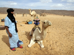 Abdsahlem about to demonstrate how the Tuaregs ride a camel; Tamgs Kis