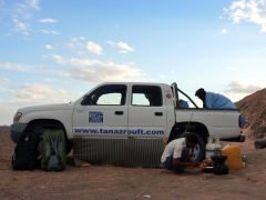 Setting up our first campsite in the Sahara; south of In Salah