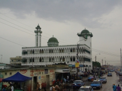 A large mosque serves as a good reference point near Pointe Noire's central market