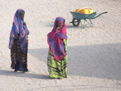 Djiboutian women are always so colorfully garbed. Their outfits always grabbed our attention
