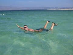 Robby shows how easy floating on Lac Assal can be