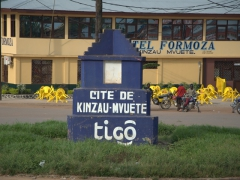 Signpost for Kinzau-Mvuete