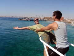 "Robby has a ""Titanic"" moment while Luke holds on; Hurgada dive trip on Funny Divers"