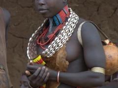 Profile of a Hamer woman