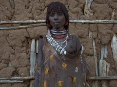 Portrait of a Hamer woman. She is wearing 2 rather plain necklaces which signify she is either the second or third wife. Unfortunately for her, this means she lives under slave-like conditions as the first wife is the one enjoying an enviable status