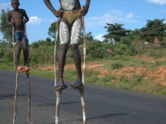 Banna stilt walkers