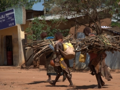 Hamer women leaving the Dimeka Market after shopping for necessary supplies