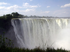 It is impossible to capture the grandeur of Victoria Falls. At this point, the Zambezi River widens to 1.7 KM in width and plunges a whopping 107 meters down into the Zambezi Gorge. The sheer scale of the waterfall is mesmerizing