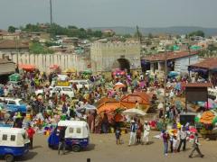 The chaotic scene of the Asma'addin Bari market (new market); Harar
