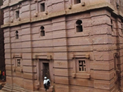 The House of Emmanuel has a recessed and projected wall form which is heavily influenced by Axumite architecture (as evidenced by the steles of Axum which are similar in design). This fine building is the penultimate work of King Lalibela