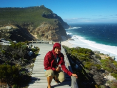 Becky does her best to prevent from blowing away; hike between Cape of Good Hope and Cape Point