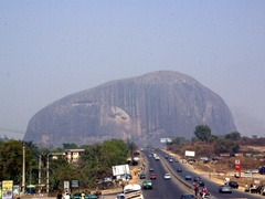 Abuja is surrounded by dominant inselbergs (large rocks with dramatic vertical sides), which make for a scenic drive into the city