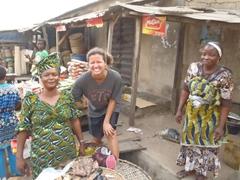 Becky strikes a pose next to some happy Abeokuta market sellers