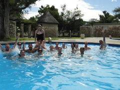 Cooling down in the Okaukuejo camp swimming pool; Etosha Park