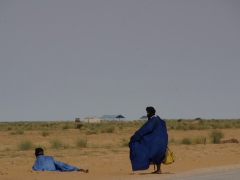 Road side travelers garbed in traditional Mauritanian clothes