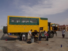 Lunch stop at a service station midway between Nouadhibou and Nouakchott