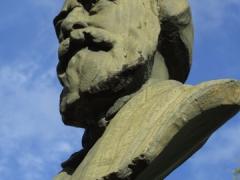 Grand statue in Company Gardens