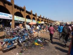 Chaotic street market scene in Bamako's Marche Rose