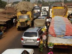 Anyone want bananas or papaya while waiting in the traffic jam?