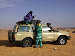 Abdullah and Khalefa preparing our 4x4 for its journey around Djanet