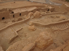 Mud and stone remnants of El Menia