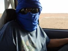 Robby donning his taguelmoust (a Tuareg veil)