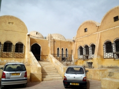 Buildings in El Oued have traditonal rounded dome roofs to keep cool in the summer heat