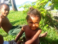 Meeting the cute Fijian kids of Tavewa Island