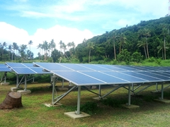 Solar array powering Coral View Resort (thanks to Michael Valentine from MV Solar for the interesting tour)