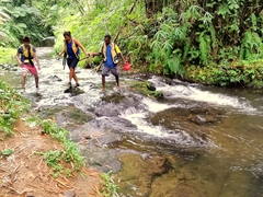 After another stroll through the jungle, we have to cross several creeks