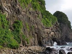 Pola Island coastline view