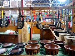 Kava bowls and ceremonial weapons - bargain hard at the flea market