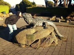 Robby kisses the tuatara statue outside Southland Museum; Invercargill