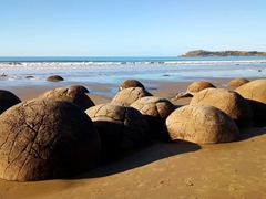 Spherical moeraki boulders; Koekohe Beach