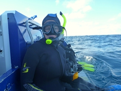 Becky ready to snorkel with the dolphins of Kaikoura. Since it was winter, our core wetsuit was 10 mm thick which made us too buoyant!