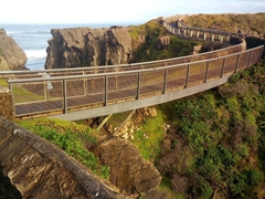 Bridge leading to Punakaiki pancake rocks