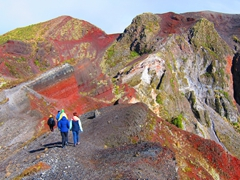 Hiking colorful Mount Tarawera