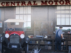 Old central motors garage mural; Katikati