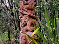 Carved wooden post (pouwhenua); Wairakei Terraces