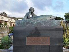 Opo the bottlenose dolphin statue; Opononi