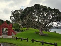 Maori entrance; Pukenui