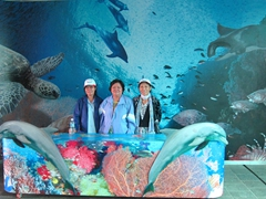 Chi Xuan, Di Tam and Di Phuong at the marine exhibition of Jeju's Natural History Museum