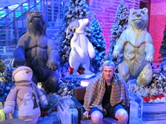 Robby at the ice sculpture room of Sumokwon  Theme Park